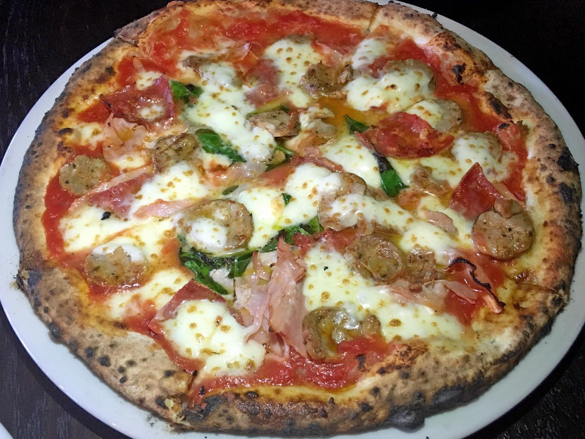 Bavaros Tre Carne Pizza